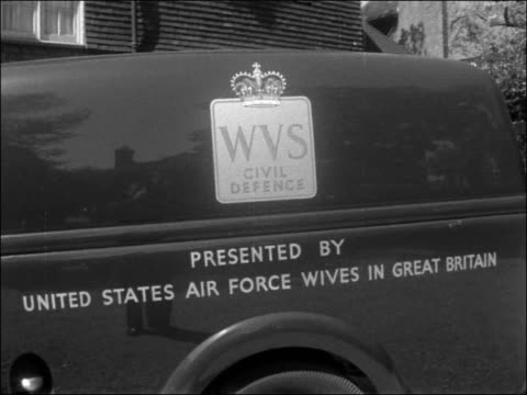 meals on wheels van presented to w.v.s.; england: london: st johns wood: ext woman getting out of meals on wheels van close shot 'meals on wheels'... - social services stock videos & royalty-free footage