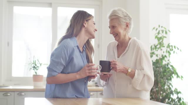vidéos et rushes de moments significatifs avec maman - fille de