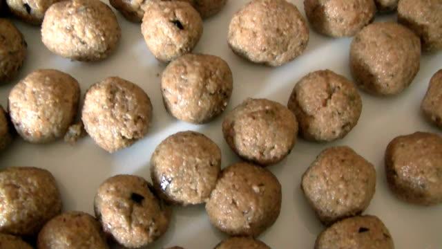 meatballs polpette - meatballs stock videos & royalty-free footage