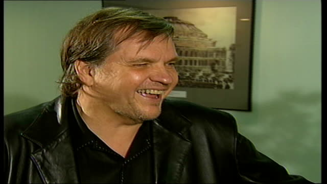 vídeos de stock, filmes e b-roll de meatloaf 'bat out of hell three' album interview england london int meat loaf interview sot nervous about going on stage / this is our first show i... - título de álbum