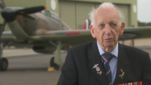 wwii mechanic reunited with battle of britain hurricane fighter aircraft england cambridgeshire iwm duxford ext gvs world war 2 hurricane fighter... - war and conflict点の映像素材/bロール
