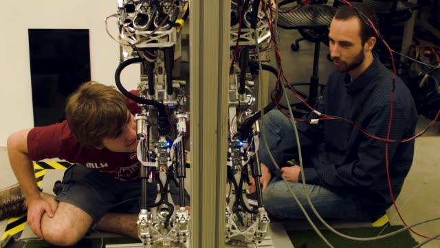 mechanical and electrical engineering students from team valor build and test the escher they are building for the defense advanced research projects... - 米国国防総省点の映像素材/bロール