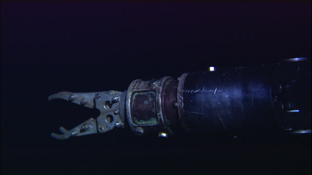 mechanical arm operates on deep sea submersible, atlantic ocean - deep stock videos & royalty-free footage