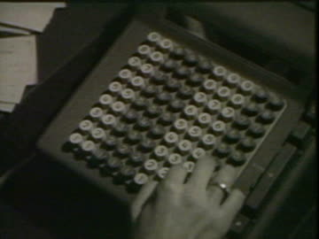 mechanical calculator - addierrolle stock-videos und b-roll-filmmaterial