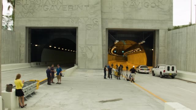 ws media at the portmiami tunnel entrance the portmiami tunnel opens for the first time on august 3 2014 in miami florida the tunnel that took three... - baia di biscayne video stock e b–roll