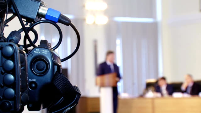 stockvideo's en b-roll-footage met tv media tijdens de persconferentie - persconferentie