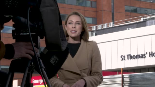 media gather outside st thomas' hospital on april 06 2020 in london united kingdom there have been around 50000 reported cases of the coronavirus in... - the media stock videos & royalty-free footage