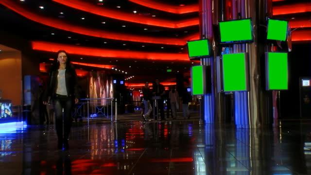 vídeos de stock e filmes b-roll de sala de media - painel de cristal líquido