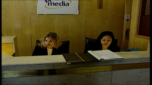 scenes at london hq; itn england: london: king's reach tower: int gv reception desk zoom in 'ipc media' sign behind reception desk / gvs... - zoom out 個影片檔及 b 捲影像