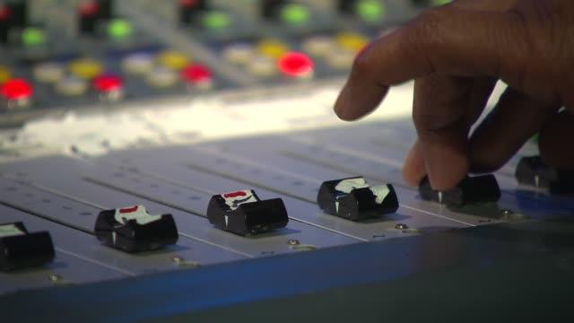 vídeos de stock e filmes b-roll de media technology inside a broadcast news station volume adjusting on switchboard on july 24 2013 in new york new york - rádio