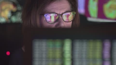 vídeos y material grabado en eventos de stock de análisis médicos - equipo informático