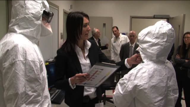 medical center conducts ebola drill - bundesgesundheitsamt der usa stock-videos und b-roll-filmmaterial