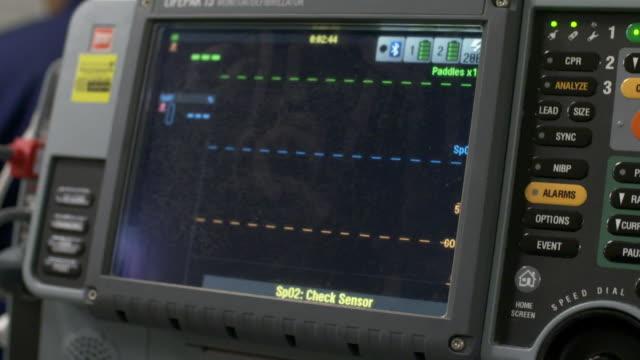 vídeos de stock, filmes e b-roll de medical equipment in a various medical centres of new zealand - defribilador