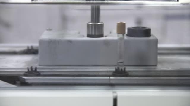vídeos de stock e filmes b-roll de medical equipment in hospital - biotecnologia