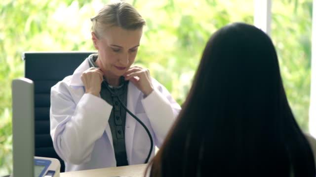 läkarundersökning - lunga bildbanksvideor och videomaterial från bakom kulisserna