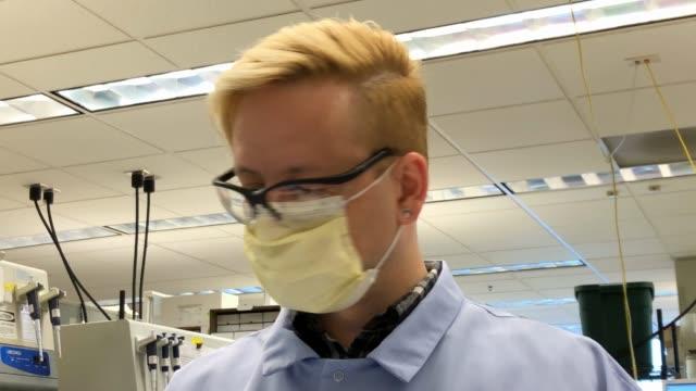a medical laboratory scientist tests for coronavirus at the university of washington medicine virology lab on march 13 2020 in seattle washington the... - bundesstaat washington stock-videos und b-roll-filmmaterial