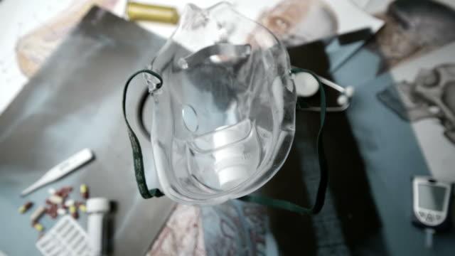 vidéos et rushes de medical mask falling over medical tools  - masque de chirurgien