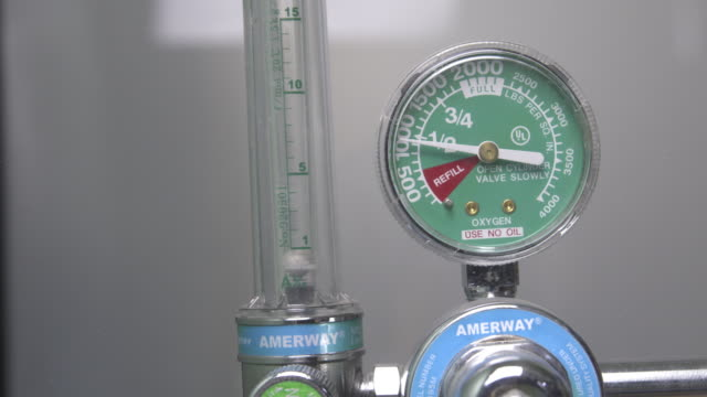 medical oxygen  in hospitals and by emergency medical - gauge stock videos & royalty-free footage