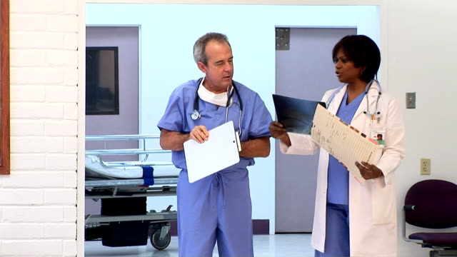 medical personnel in hospital corridor - 科学写真技術点の映像素材/bロール