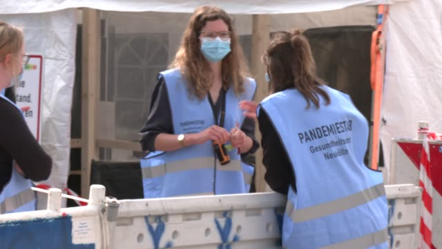"""medical personnel wearing vests that read: """"pandemic field staff"""" prepare to accept scheduled visitors for throat swabs at a drive-in and walk-in... - medical examination stock videos & royalty-free footage"""
