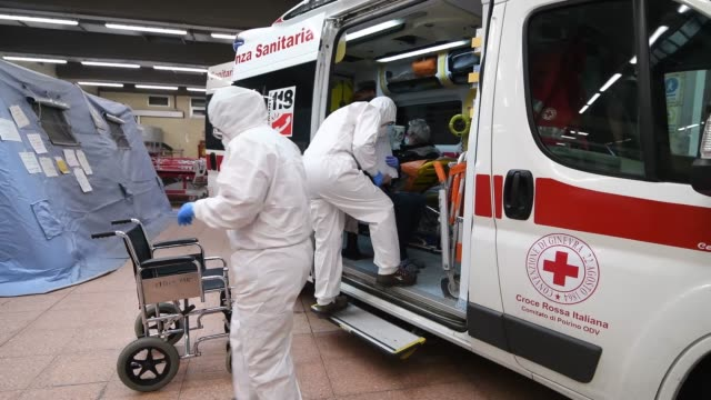 medical personnel with protective suits transport the possible cases of covid19 to the molinette hospital through the use of ambulances they are the... - eventuell stock-videos und b-roll-filmmaterial