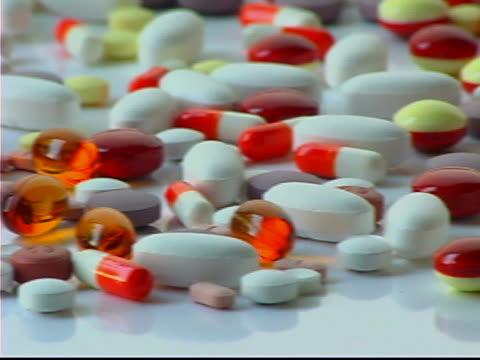 medical pills - テーブルトップショット点の映像素材/bロール