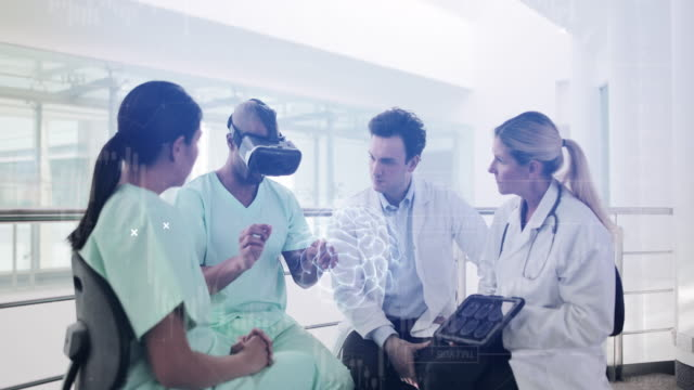 medical professionals practicing with virtual reality technology - operating bildbanksvideor och videomaterial från bakom kulisserna