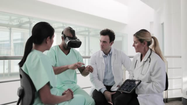 vídeos de stock e filmes b-roll de medical professionals testing vr technology - surgeon