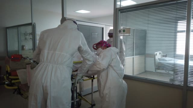 vídeos y material grabado en eventos de stock de medical staff wait as a new covid-19 patient is brought into the icu at the marmara university pendik education and research hospitalintensive care... - new age