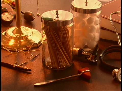 vídeos de stock e filmes b-roll de medical still life - grupo médio de objetos
