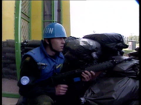 vidéos et rushes de medical team attacked; ext bv un soldier behind sandbags watches street with rifle cms un soldier crouches behind sandbags with rifle int cms side... - bosnie herzégovine