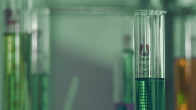 medizinischer test - becherglas stock-videos und b-roll-filmmaterial