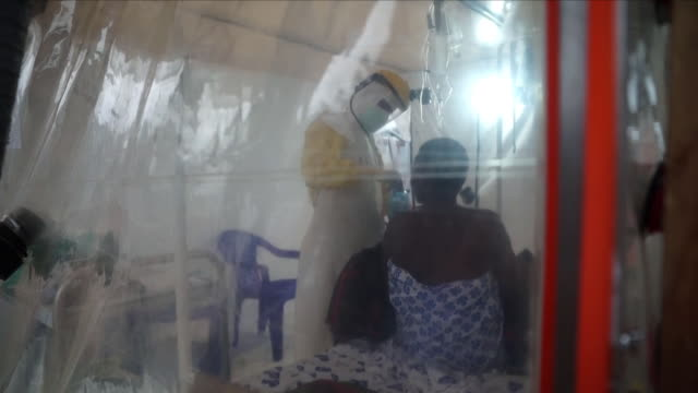 vídeos y material grabado en eventos de stock de medical workers in the democratic republic of congo are warning that they don't have enough beds to treat the victims of ebola the outbreak could... - víctima