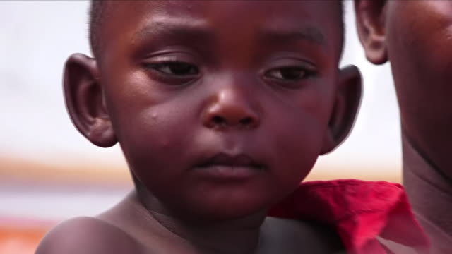stockvideo's en b-roll-footage met medical workers in the democratic republic of congo are warning that they don't have enough beds to treat the victims of ebolathe outbreak could... - slachtoffer