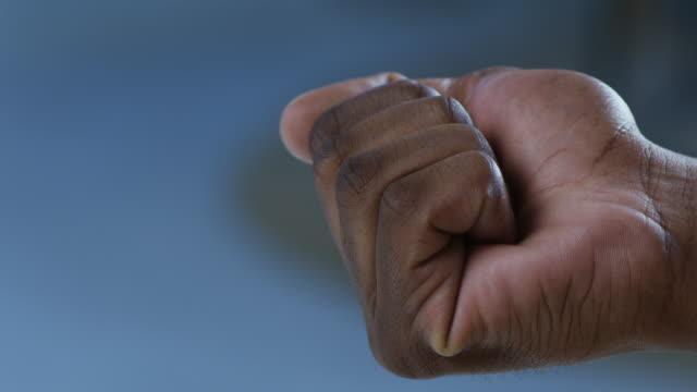 medizinische waffen im kampf gegen krankheit - war stock-videos und b-roll-filmmaterial