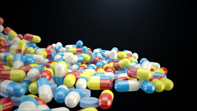 vídeos de stock e filmes b-roll de medicine falling - vitamina a