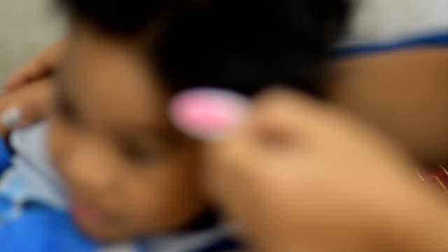 medikamente gegen fieber - fieber stock-videos und b-roll-filmmaterial
