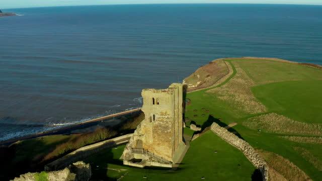 medieval castle, walls & north sea, scarborough, north yorkshire, england - yorkshire england stock videos & royalty-free footage