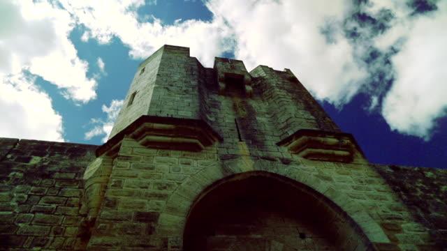 Mittelalterliche Mauern des Schlosses
