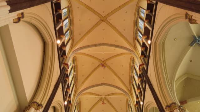 中世の教会のインテリア - 13世紀頃点の映像素材/bロール