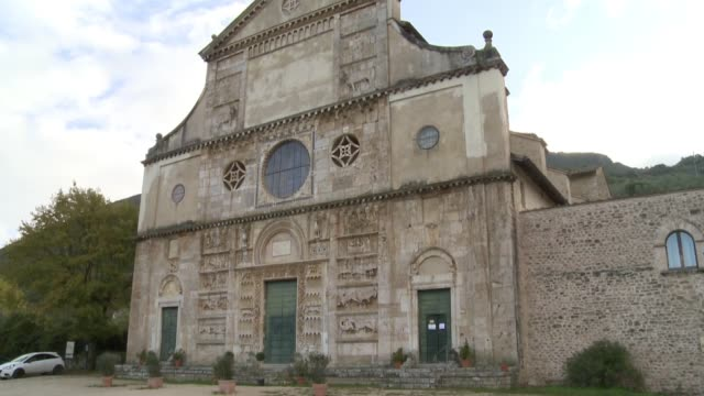 wgn medieval church san pietro in spoleto italy on nov 18 2016 - ペルージャ市点の映像素材/bロール