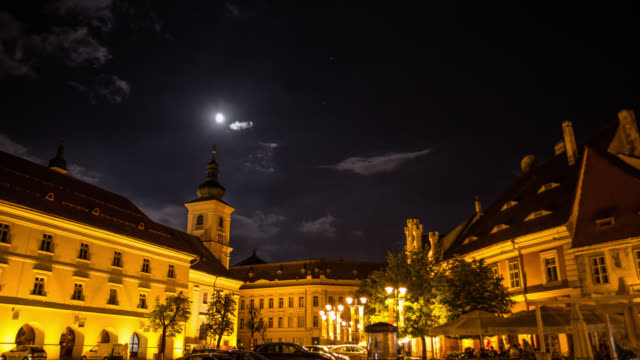 vidéos et rushes de temps qui passe: ville médiévale au clair de lune - transylvanie