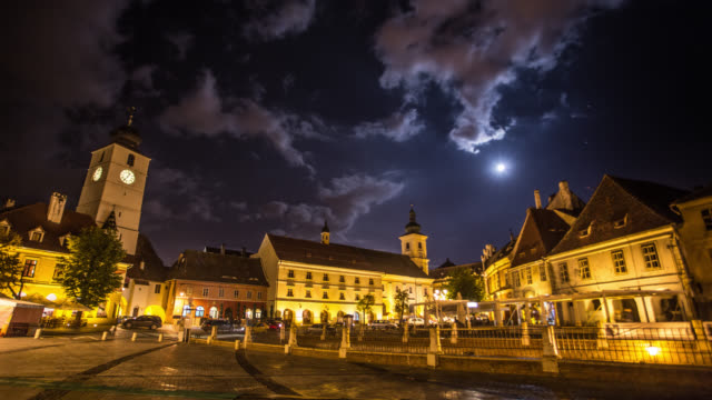 vídeos de stock, filmes e b-roll de intervalo de tempo: cidade medieval sibiu - calçada