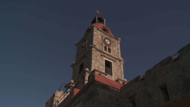 stockvideo's en b-roll-footage met medieval clocktower - rodos dodecanese eilanden