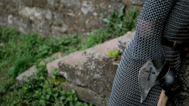 medeltida riddare vilande - rustning bildbanksvideor och videomaterial från bakom kulisserna