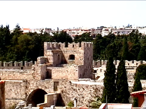 mittelalterliche ritter bewachen rhodes wall - insel rhodos inselgruppe dodekanes stock-videos und b-roll-filmmaterial