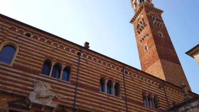 stockvideo's en b-roll-footage met middeleeuwse lamberti toren in verona - klokkentoren met wijzerplaat