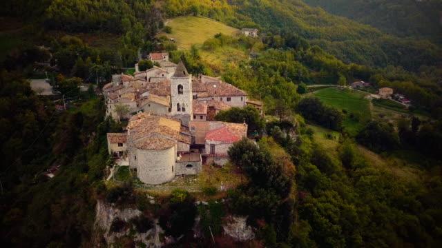 イタリアの中世古い町村 - 村点の映像素材/bロール