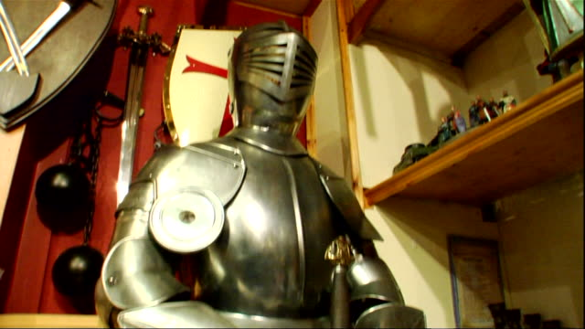 medieval suit of armor standing in store european victorian museum souvenir antique - suit of armor stock videos and b-roll footage