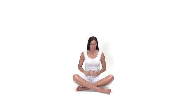 vidéos et rushes de la méditation - assis en tailleur